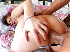 Whore Deepthrots Weenie & Gets Her Shithole Penetrated